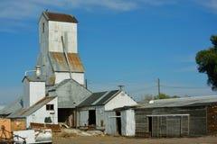 Élévateur à grains antique de rouillement d'agriculture Images stock