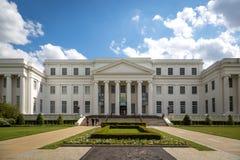 Él departamento de estado de archivo y de edificio de la historia en un día del cielo azul en Montgomery, Alabama, los E.E.U.U. Foto de archivo libre de regalías