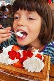 Él galleta de la muchacha Imagen de archivo libre de regalías