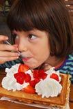 Él galleta de la muchacha Fotografía de archivo