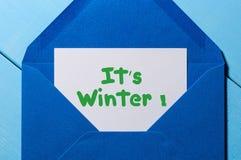 Él invierno del ` s - mensaje de texto en sobre azul Concepto de Eve, de la Navidad y del Año Nuevo Fotografía de archivo