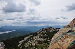 él reflexión de las montañas Imagenes de archivo