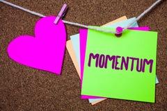Élan des textes d'écriture de Word Le concept d'affaires pour le mouvement de quantité dans le produit mobile de corps du coeur d image stock