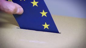 Élection dans l'Union européenne - votant à l'urne  clips vidéos