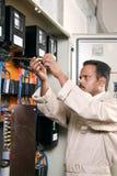Électricien au travail Image stock