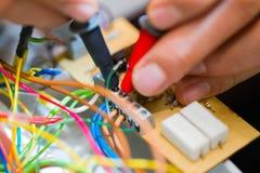 Électricien dans l'action photos libres de droits