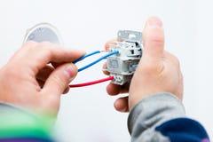 Électricien travaillant Photos libres de droits
