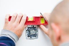 Électricien travaillant Images stock