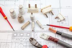 Électricités, assurance, tournevis, câbles cuivre Photographie stock libre de droits
