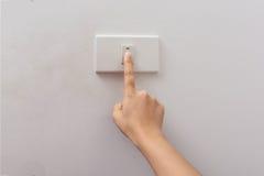 Électrique-commutateur 'Marche/Arrêt' de tour de presse de doigt Images stock