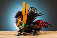 Électrique a vu, les outils en bois de support Image libre de droits