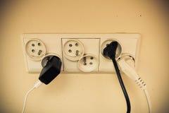 Électriques sales branchent la prise pour la puissance Images libres de droits