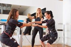 Électro exercices de femmes de stimulation de SME Image libre de droits