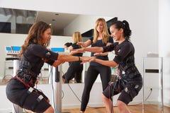 Électro exercices de femmes de stimulation de SME Image stock