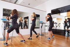 Électro exercices de femmes de stimulation de SME Images libres de droits