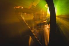 Électro harpe dans les rayons de la lumière Photo libre de droits