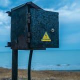 Électro mètre dans la perspective du lever de soleil en mer Photo libre de droits