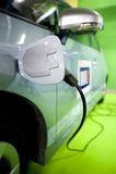 Électro ravitaillement de véhicule Photographie stock libre de droits