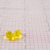Électrocardiogramme avec des pilules Photos stock