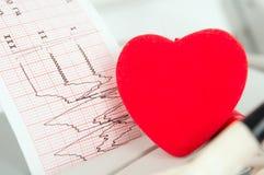 Électrocardiogramme avec un coeur Image stock