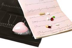 Électrocardiogramme et tablettes noirs Images stock