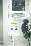 Électrocardiographe dans la chirurgie d'hôpital Photographie stock libre de droits