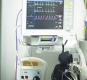 Électrocardiographe dans la chirurgie d'hôpital Images libres de droits