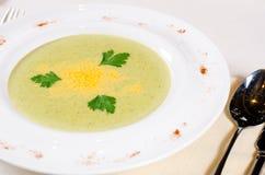 Électrodéposition artistique de potage aux légumes délicieux Photographie stock