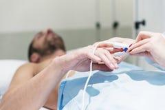 Électrodes d'ECG sur le patient Photos libres de droits
