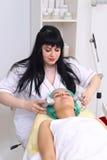 Électrothérapie de vibro-cellule de procédure Image stock