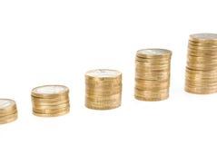 Élevant une euro pile de pièce de monnaie d'isolement sur le fond blanc Image libre de droits