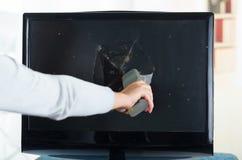 Élimination de la main de la femme à télécommande de cassé Photo libre de droits