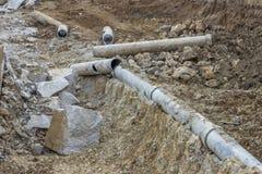 Élimination de la vieille grande excavation de tuyaux Images stock