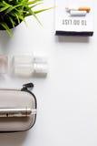 Élimination de vue supérieure de fond blanc électronique de cigarette de tabagisme Images libres de droits
