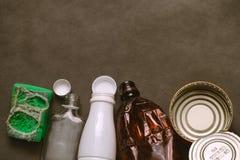 Élimination des déchets de ménage L'espace vide Image stock