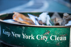 Élimination des déchets de New York City Photos libres de droits