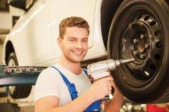 Élimination des pneus de la voiture Image libre de droits