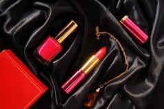 Émail et rouge à lèvres de vernis à ongles Photographie stock libre de droits
