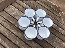 Émaillez la maquette enduite de Tin Cups Mugs photo stock