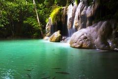 Émeraude de cascade d'Erawan après pluie Photographie stock libre de droits