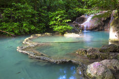 Émeraude et vert de cascade d'Erawan Photographie stock