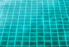 Émeraude extérieure de piscine claire Image libre de droits