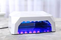 Émetteur à rayonnement ultraviolet pour la manucure Image libre de droits