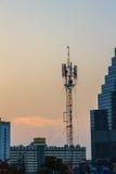 Émetteur cellulaire, antenne pour la télécommunication avec le colorf Images libres de droits