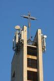 Émetteur de Commercal sur la tour d'église Image libre de droits
