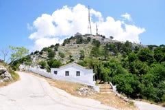 Émetteur-récepteur et les monastères du bâti Pantokrator, île de Corfou, Grèce, l'Europe Photo libre de droits
