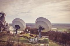 Émetteur satellite énorme Photos libres de droits