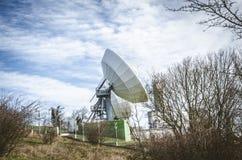Émetteur satellite énorme Photographie stock