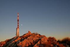 Émetteur sur le dessus de la crête de Sveti Jure dans les montagnes de Biokovo/Croatie Photographie stock
