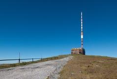 Émetteur sur le dessus de la montagne de hola de Kralova dans Nizke Tatry Photo libre de droits